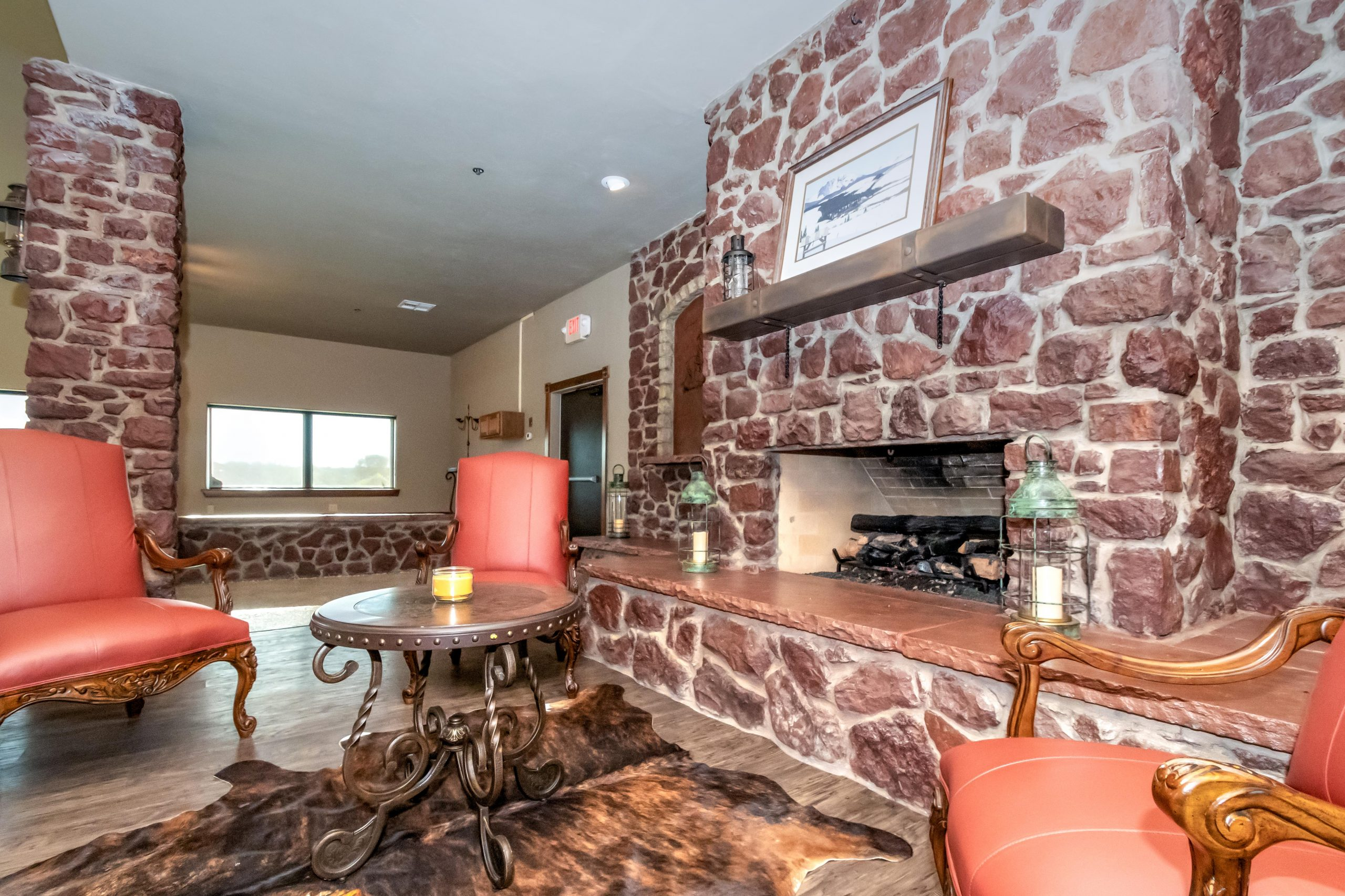 main-lodge-amenities-fireplace
