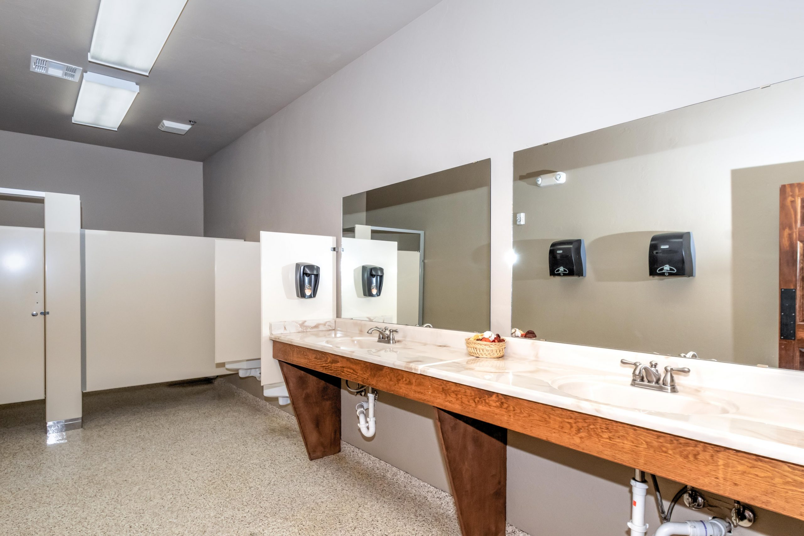 main-lodge-pristine-bathrooms-amenity