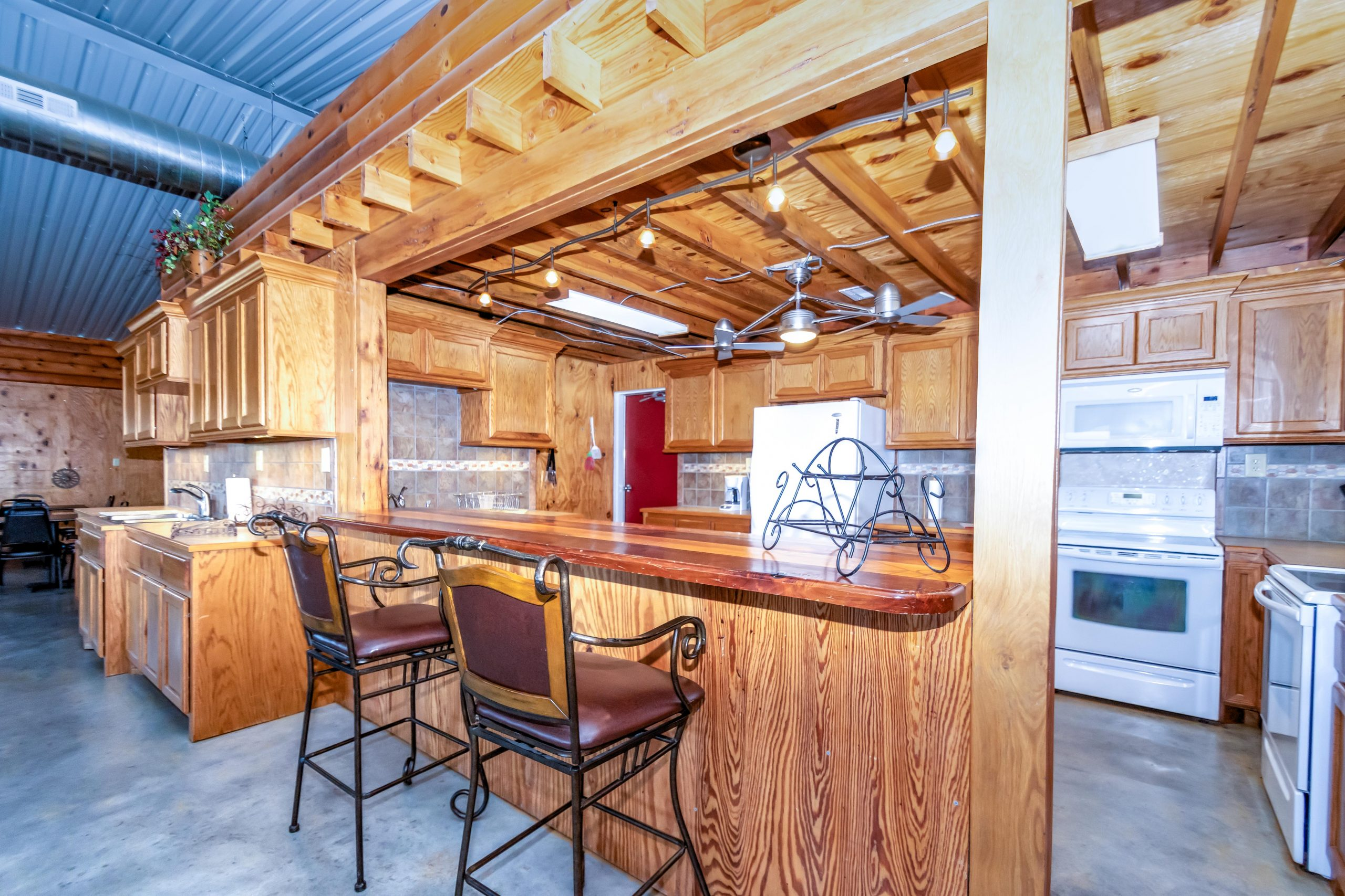 ranch-house-kitchen-dining-amenity